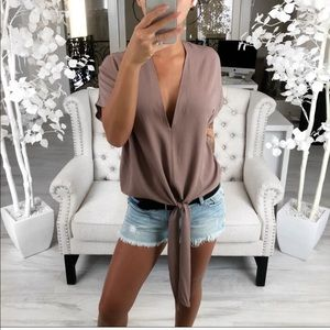 ekAttire LARSA Top in Mocha